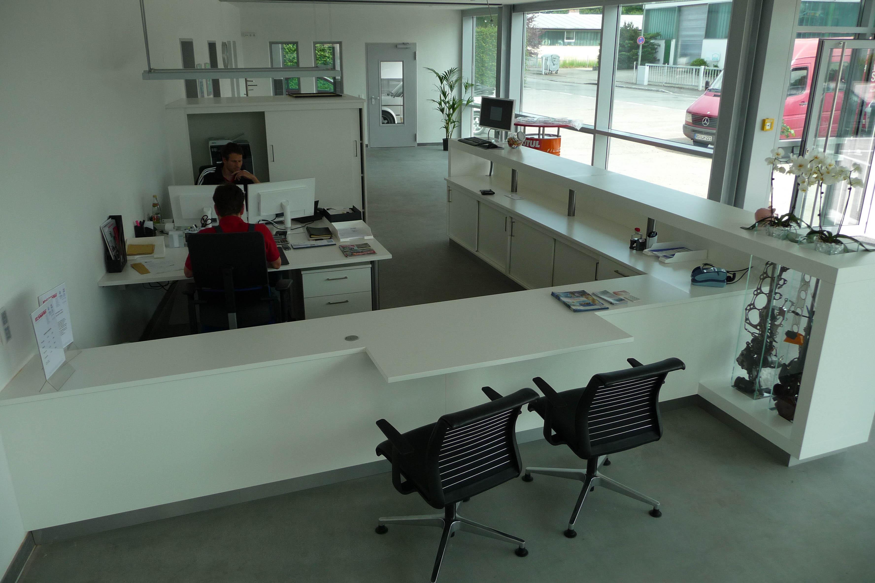 Maßanfertigung  Empfangsbereich Autohaus